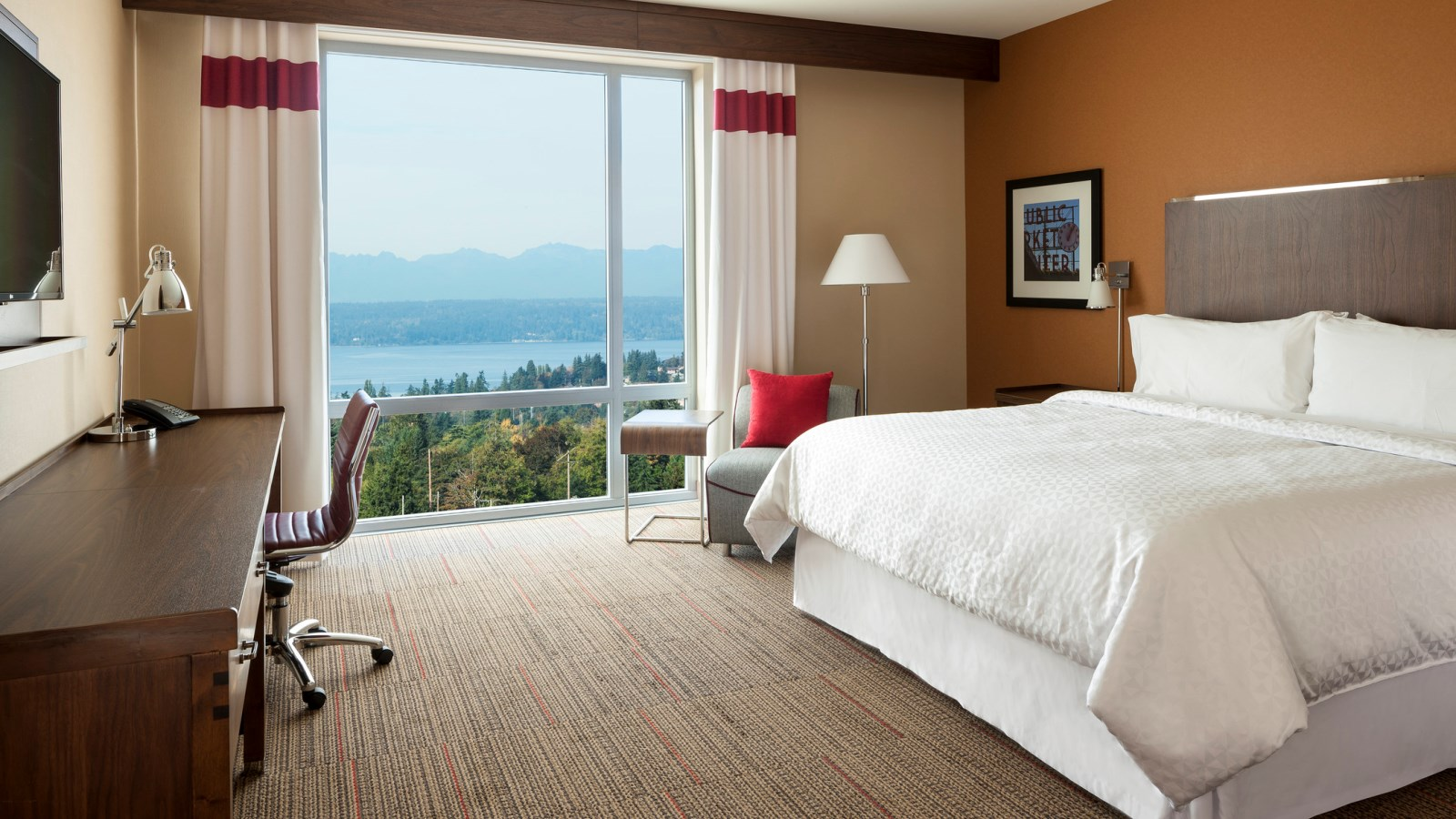 SeaTac Accommodations - Deluxe Corner Guestroom